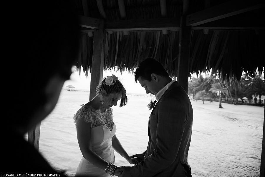 Belize beach wedding, Victoria House.  Belize wedding photographer, Leonardo Melendez.