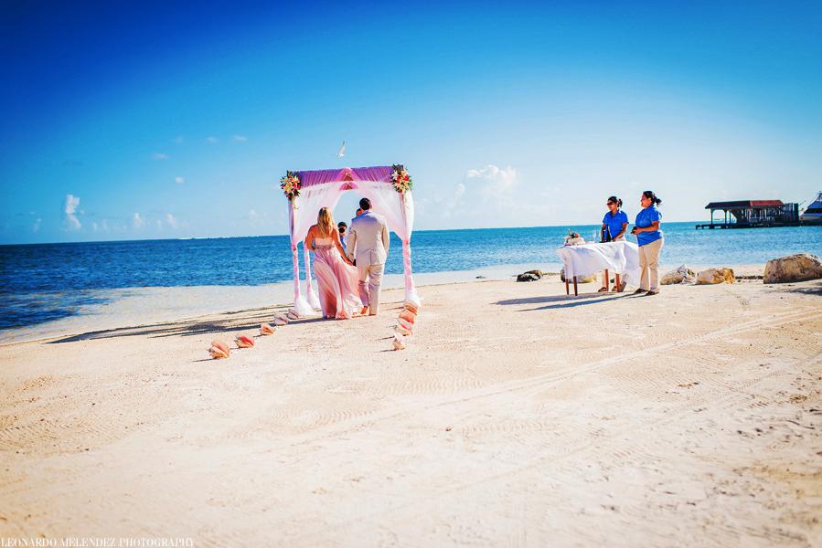Coco Beach wedding, Ambergris Caye. Belize wedding photographers, Leonardo Melendez Photography.