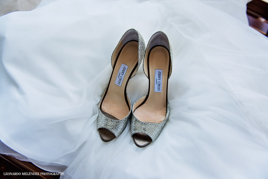 Bride's Shoes. San Ignacio Resort Hotel. Belize wedding photography, Leonardo Melendez Photography.