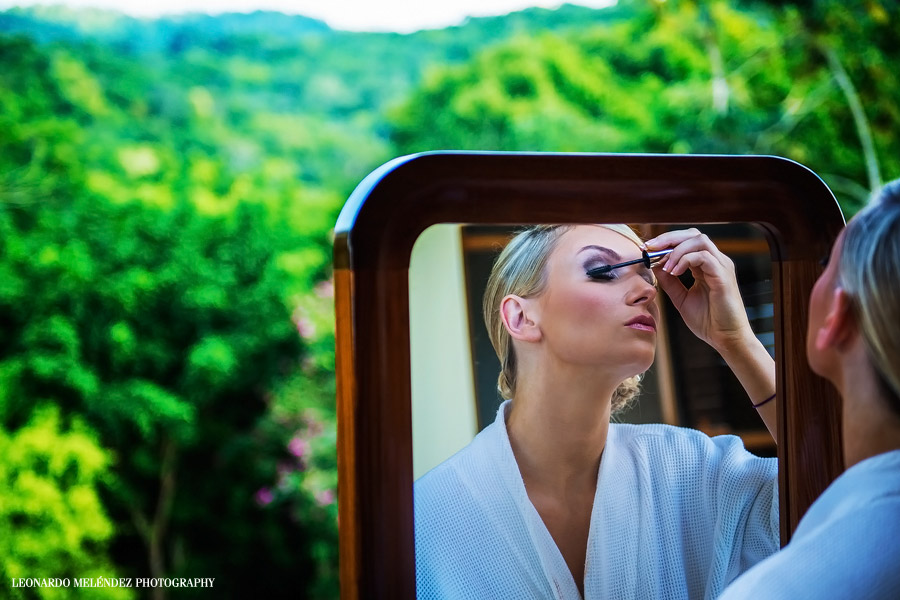 Getting Ready. San Ignacio Resort Hotel. Belize wedding photography by Leonardo Melendez Photography.
