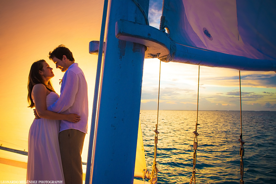Belize wedding photography, Belize sailboat wedding. Leonardo Melendez Photography.