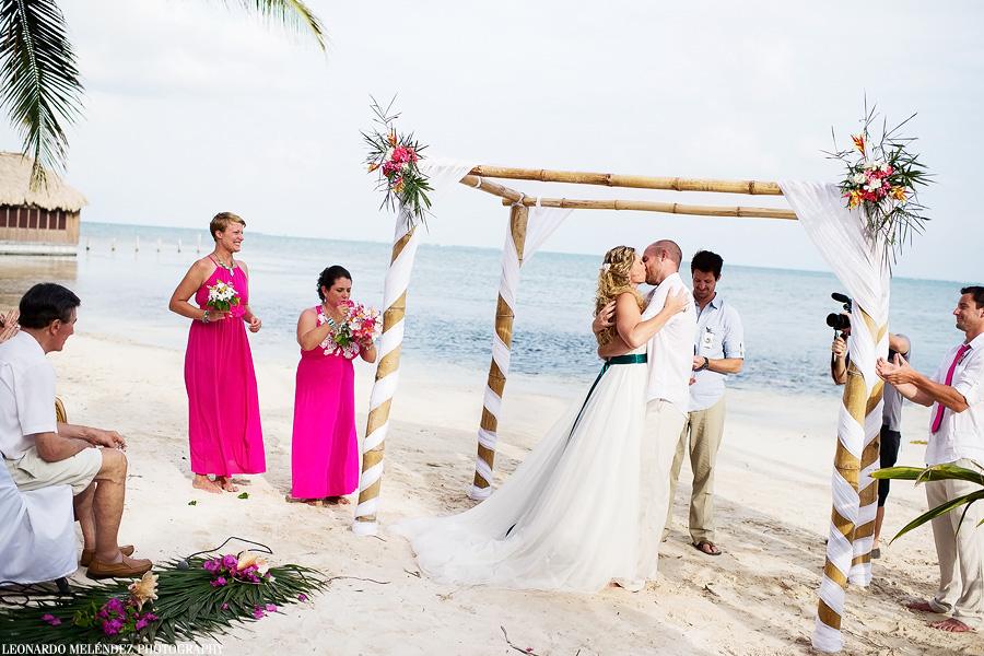 Belize wedding at Captain Morgan's Retreat.  Belize wedding photography by Leonardo Melendez Photography.