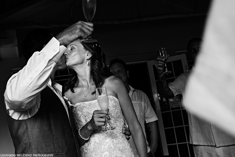 Caye Caulker Belize wedding.  Belize wedding photographer, Leonardo Melendez.