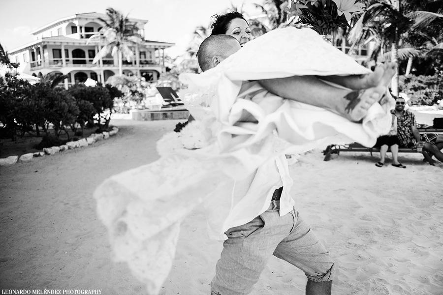 Belize beach wedding at Coco Beach Resort.  Leonardo Melendez Photography.