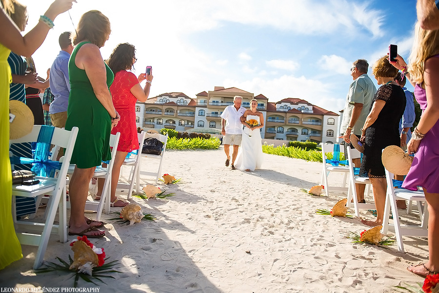 Belize wedding at Grand Caribe Resort.  Belize wedding photographer, Leonardo Melendez.