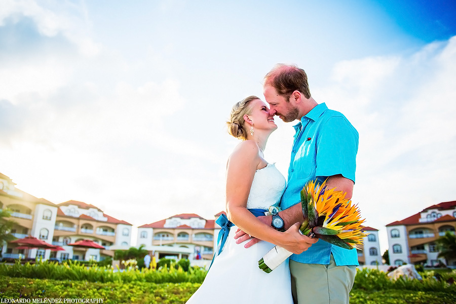 Grand Caribe Belize wedding.  Belize wedding photography by Leonardo Melendez Photography.