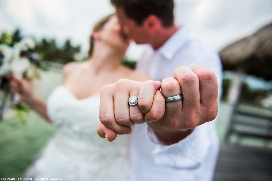 Wedding Rings. Belize beach wedding, Victoria House. Photography by Leonardo Melendez Photography.