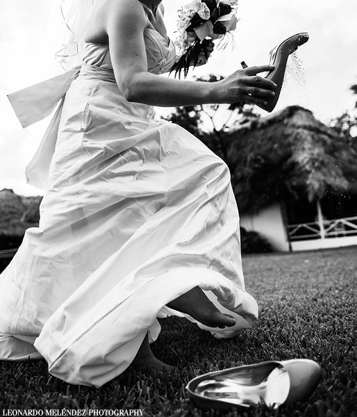 Belize beach wedding, Victoria House. Belize wedding photography by Leonardo Melendez Photography.