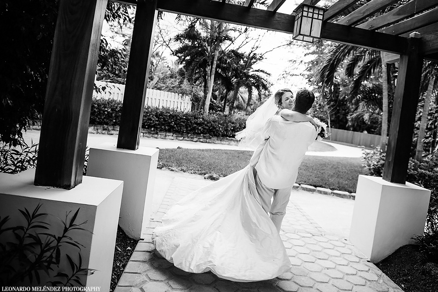 Belize wedding at Victoria House, Ambergris Caye. Belize wedding photography by Leonardo Melendez Photography.