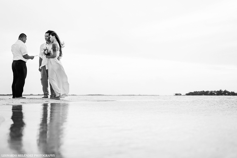 Belize beach wedding, Ambergris Caye. Belize wedding photography by Leonardo Melendez Photography.