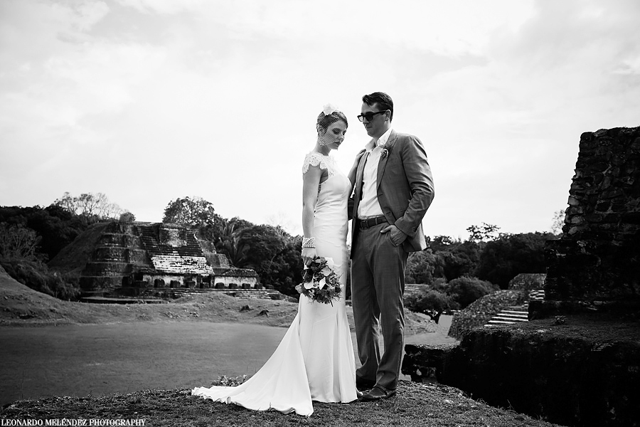 Belize Mayan Ruins wedding at Altun Ha. Belize wedding photographer, Leonardo Melendez