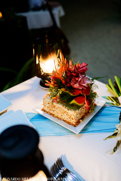 Belize wedding cake. Las Terrazas Resort wedding. Belize wedding photographers, Leonardo Melendez Photography