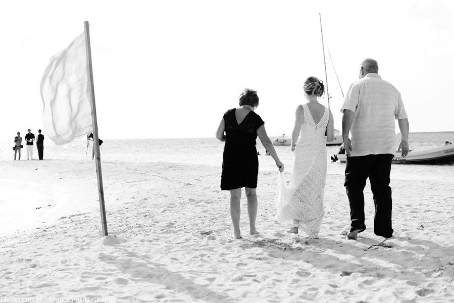 Goff's Caye wedding coordinated by Signature Belize Weddings   Leonardo Melendez Photography