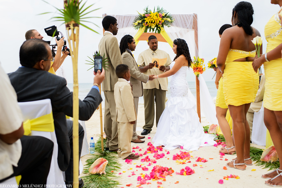 Belize Beach Wedding At Coco Resort Photographers Leonardo Melendez Photography