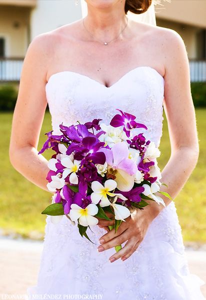 Bridal Bouquet. Grand Caribe Resort wedding. Belize wedding photography, Leonardo Melendez Photography.