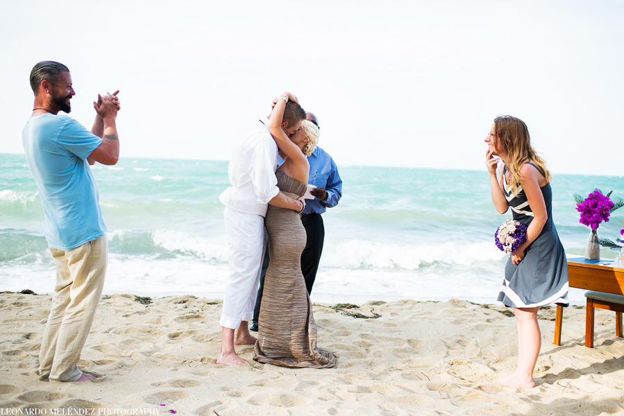 Belize beach wedding at Villa Verano in Hopkins.  Leonardo Melendez Photography.