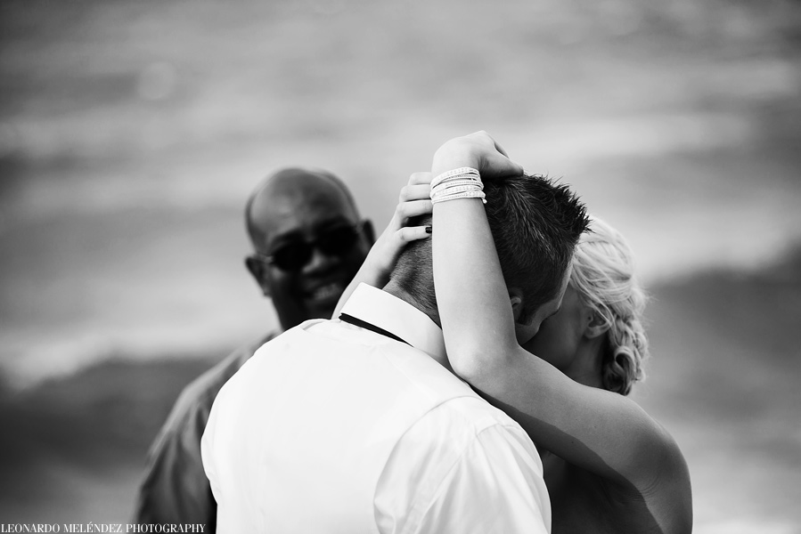 Belize beach wedding by belize wedding photographer, Leonardo Melendez.