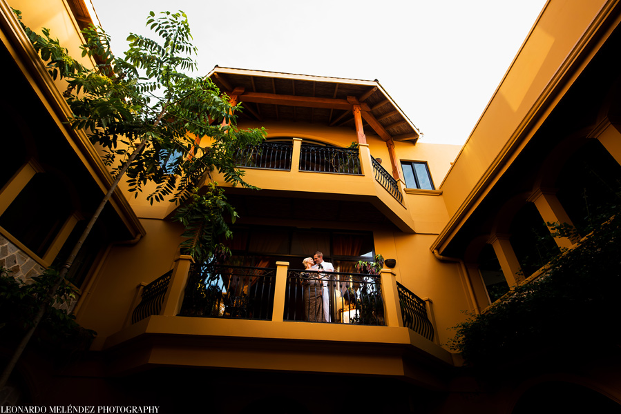 Wedding at Hopkins, Belize captured by Belize wedding photographer, Leonardo Melendez.