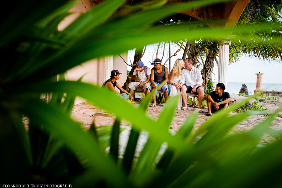 Belize anniversary beach photos. Photo by Leonardo Melendez