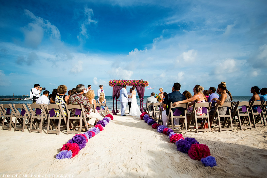Coco Beach Resort Wedding.  Belize wedding photographers, Leonardo Melendez Photography.