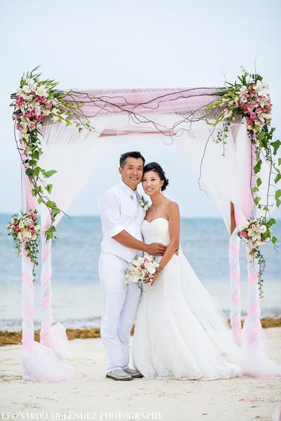 Belize Wedding at Coco Beach Resort. Belize wedding photography by Leonardo Melendez.