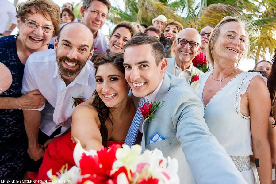 Victoria House wedding group shot. Belize wedding photographers Leonardo Melendez Photography.