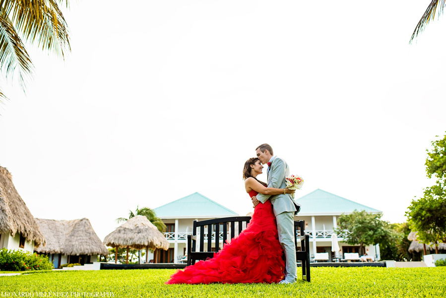 Belize beach wedding at Victoria House. Belize wedding photographers, Leonardo Melendez Photography.