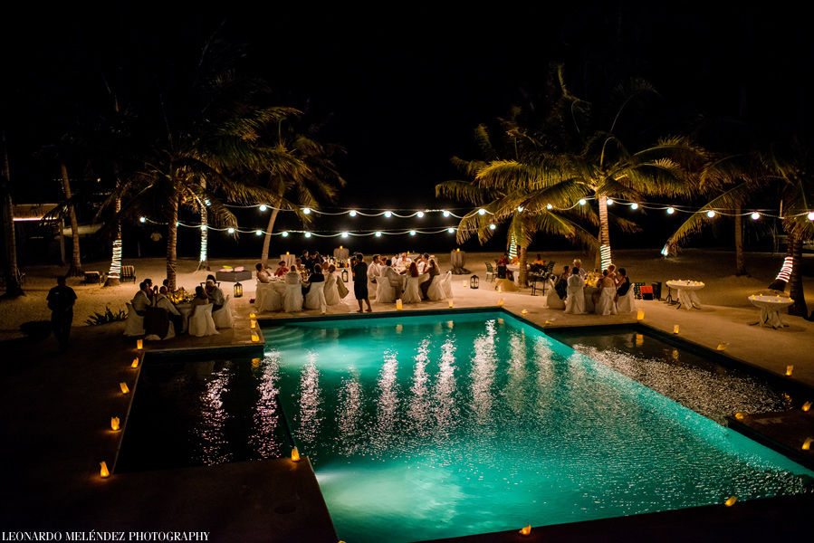 Wedding reception at Victoria House. Belize wedding photographers Leonardo Melendez.