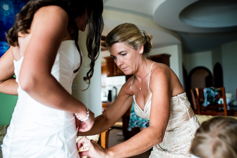 Getting Ready at Grand Caribe Belize. Belize Wedding Photography by Leonardo Melendez Photography.