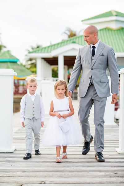 Wedding ceremony at Banyan Bay. Photo by Leonardo Melendez Photography.
