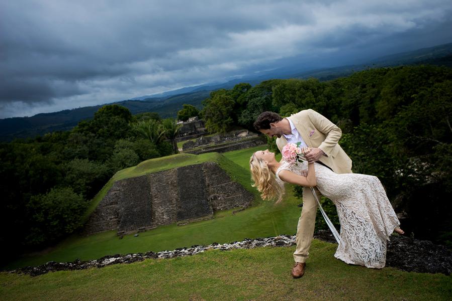 Xunantunich Belize wedding. Belize wedding photography by Leonardo Melendez Photography.