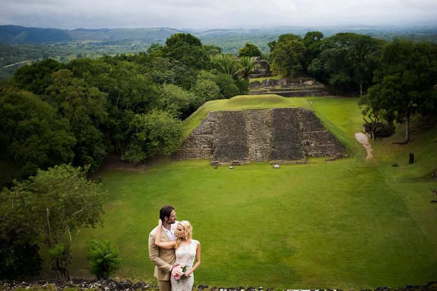 Xunantunich Belize wedding. Belize wedding photography by Leonardo Melendez Photography.