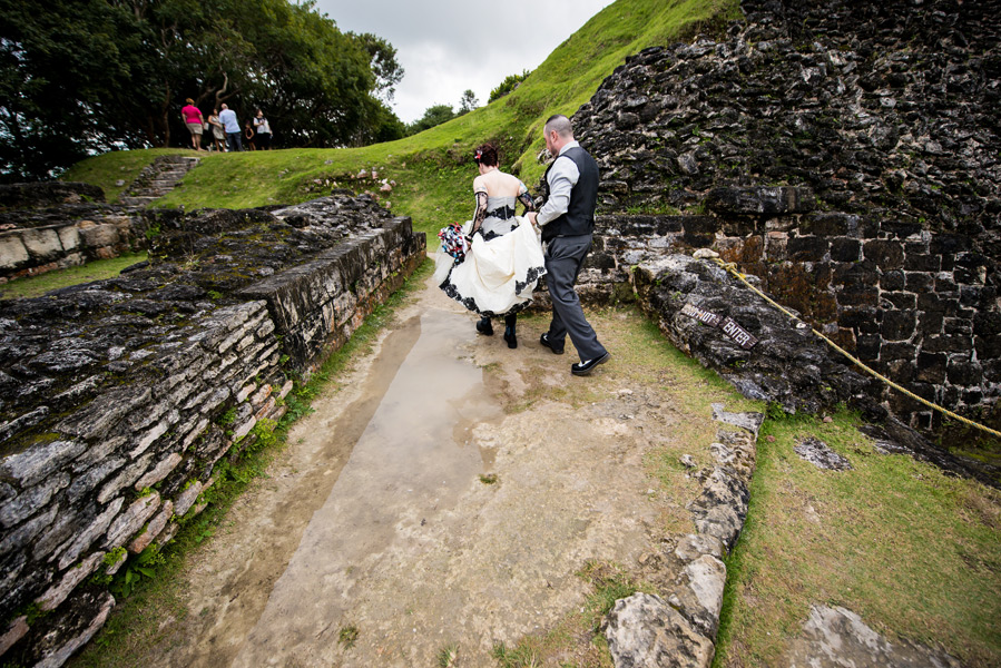 Belize wedding at Xunantunich Mayan Ruins.  Leonardo Melendez Photography.