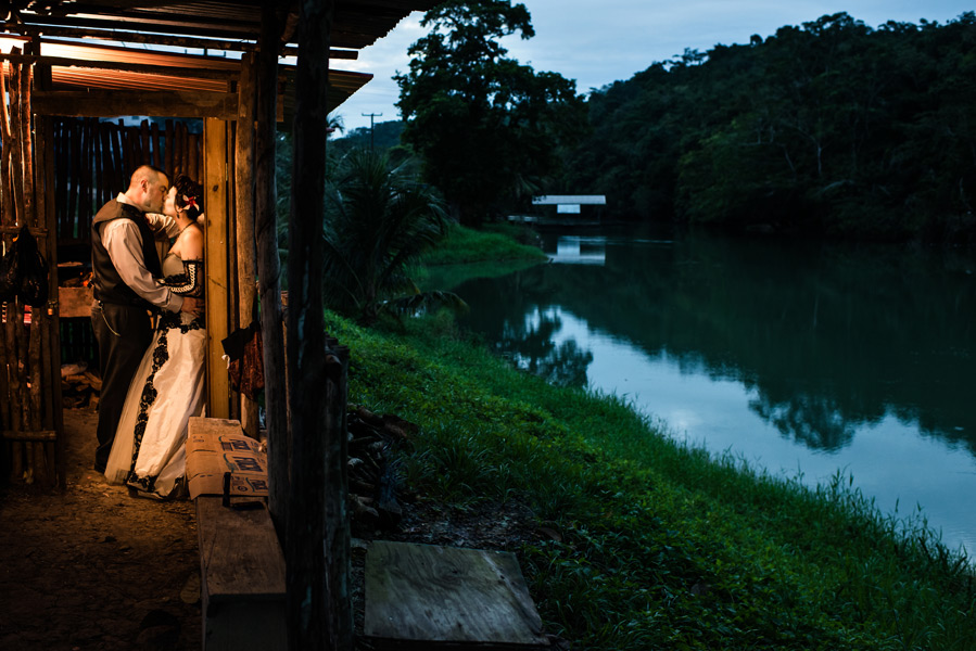 Xunantunich Mayan Ruins wedding in Belize.  Belize wedding photography by Leonardo Melendez.