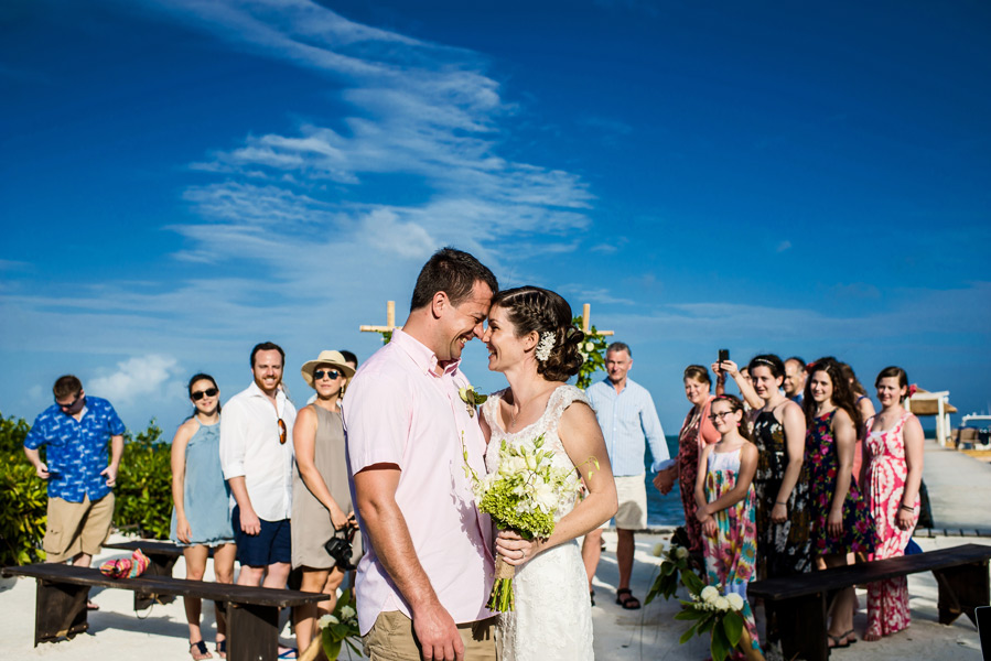 Caye Caulker beach wedding.  Belize Wedding photographer, Leonardo Melendez.