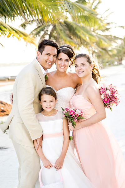 Belize Coco Beach wedding.  Belize wedding photographers, Leonardo Melendez Photography.