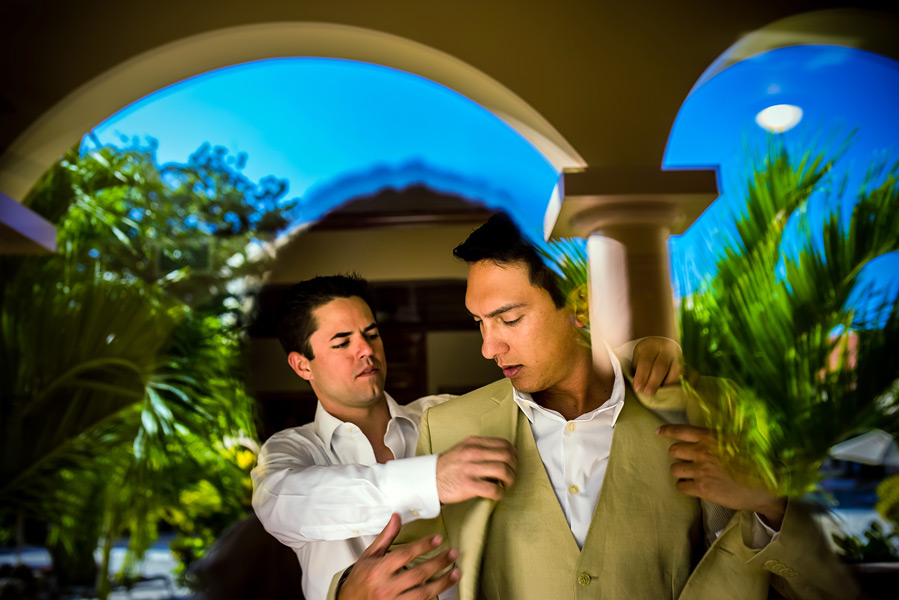 Groom getting ready.  Coco Beach Belize wedding.  Belize wedding photographers, Leonardo Melendez Photography.