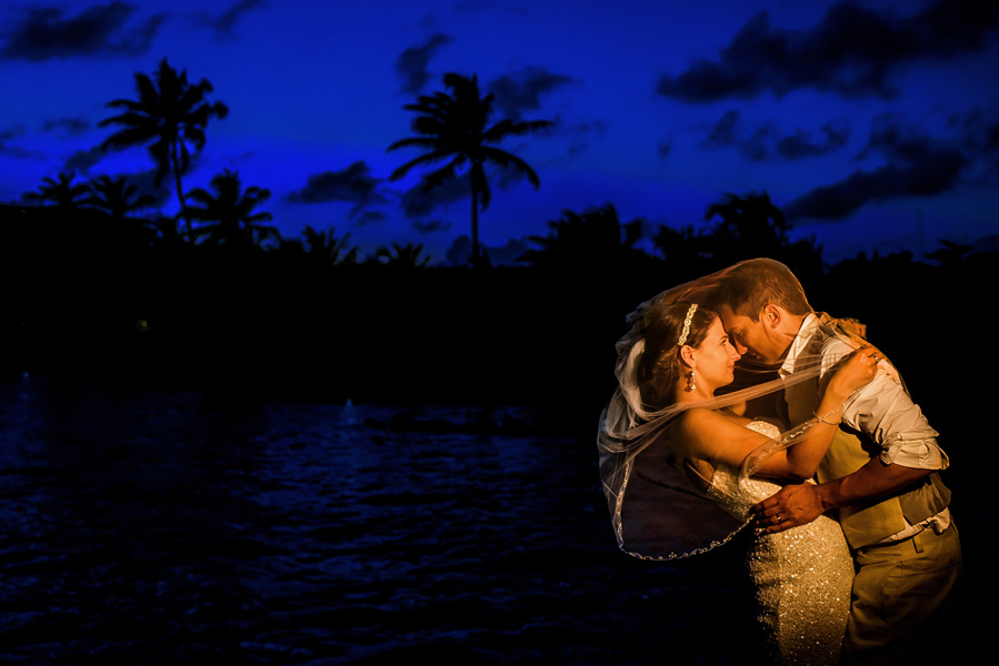 Coco Beach Belize wedding.  Belize wedding photographers, Leonardo Melendez Photography.