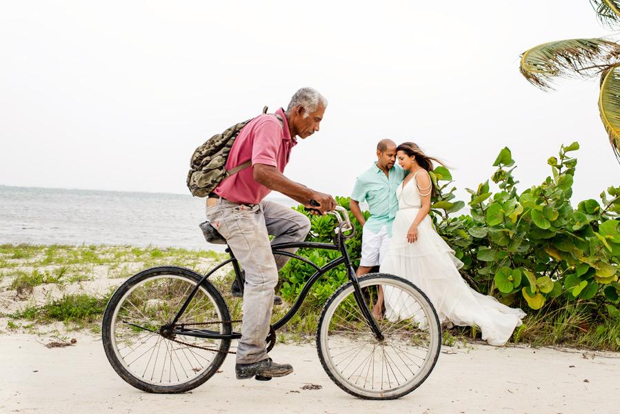 Trash the Dress session Belize.  Belize wedding photographers, Leonardo Melendez Photography.