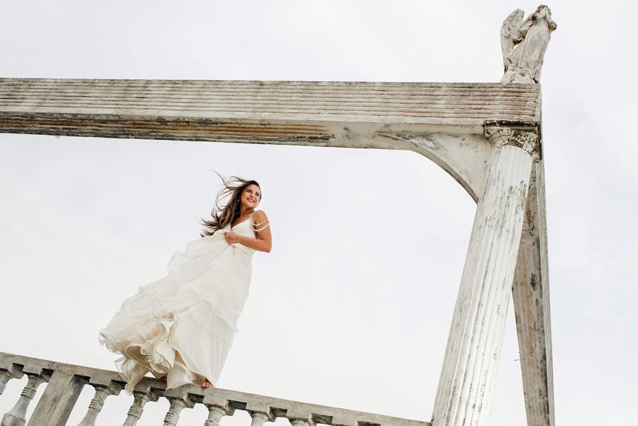 Trash the Dress session in Belize.  Belize wedding photographers, Leonardo Melendez Photography.